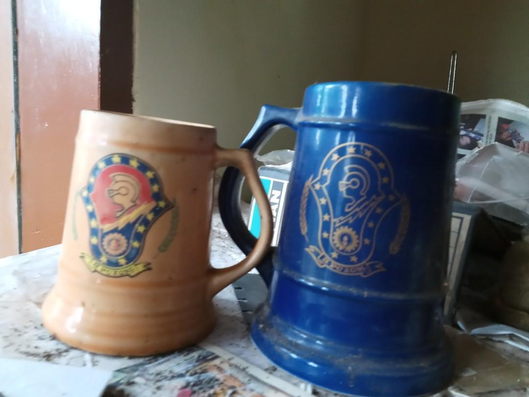 2 Gelas keramik lawas besar merek pc zone.  Vintage