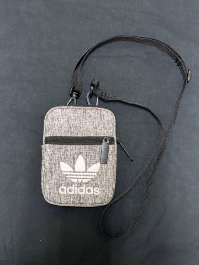adidas original 肩背小包灰色