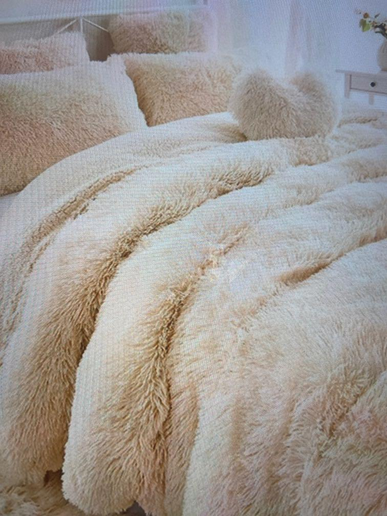 Faux fur plush blanket