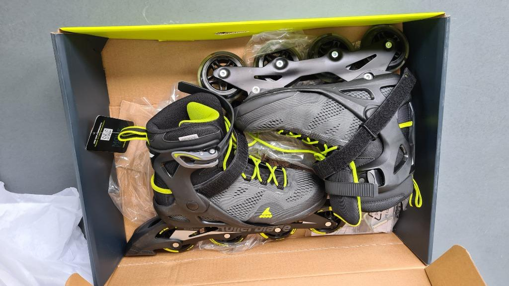 In-Line Skates for Male and Female (1 Pair Male and 1 Pair Female)