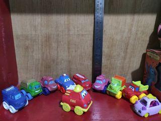 Set Mainan mobil mobilan vinyl dan karet tahan karat