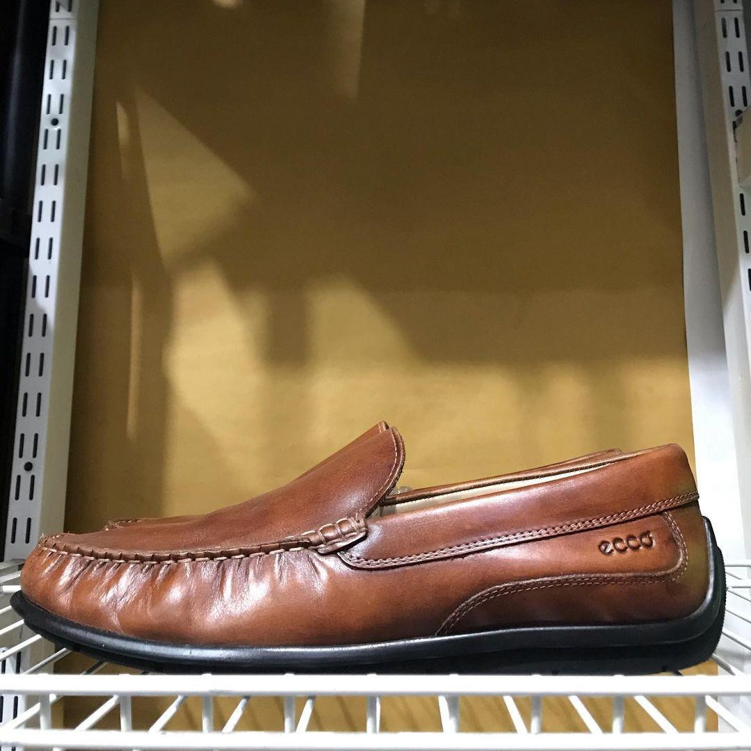 (size 44) Ecco slip on ultra wide Leather Made In India