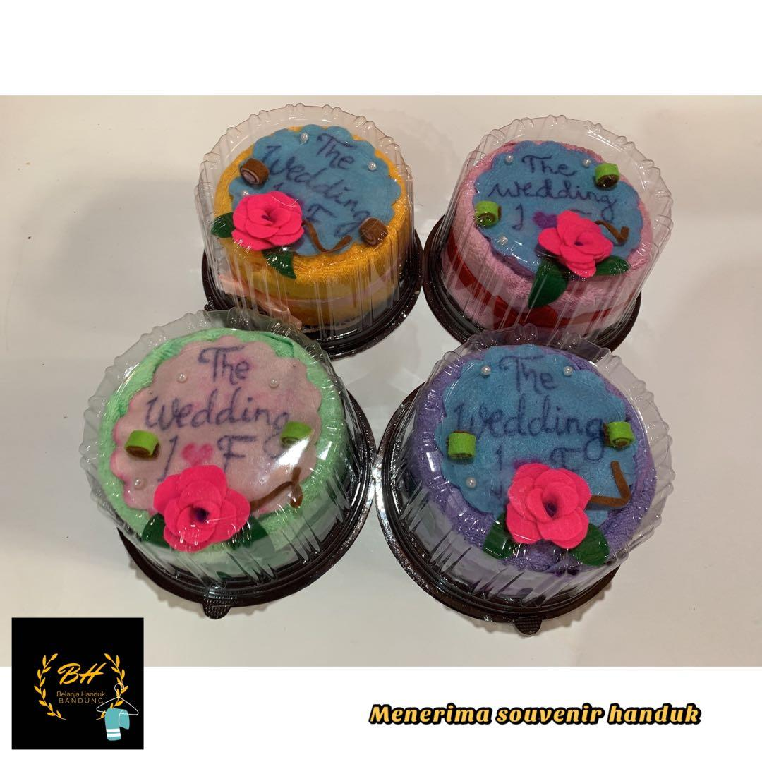 Souvenir handuk cake