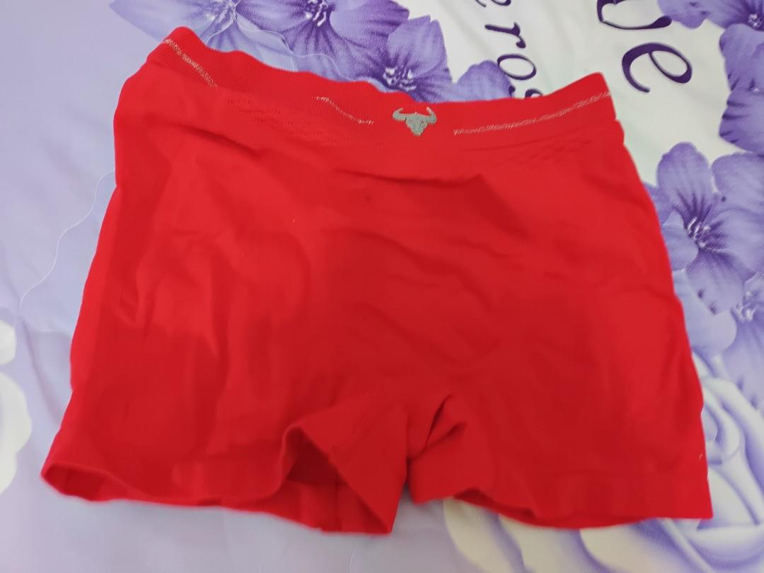 金牛中腰紅內褲(可私訊議價)Taurus mid-waist red panties (price can be negotiated by private message)