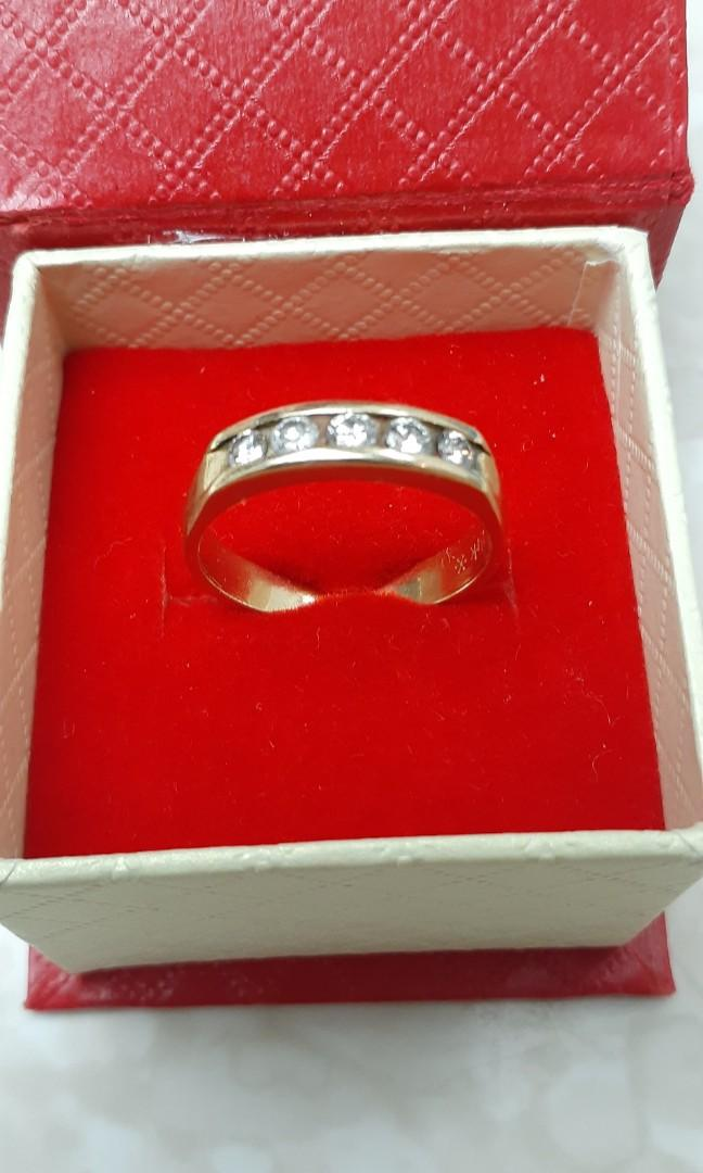 14Karat Yellowgold Ring with 0.50Wts Diamonds.  Genuine diamonds & Stamped authenticity.