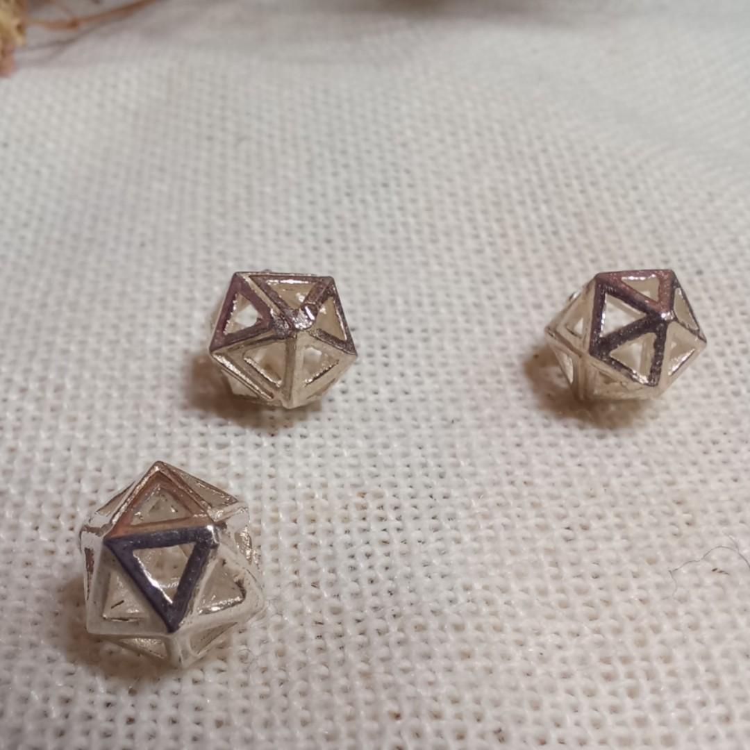 🎁三角菱形隔珠925純銀 尺寸6.5 mm ~ 單顆30元