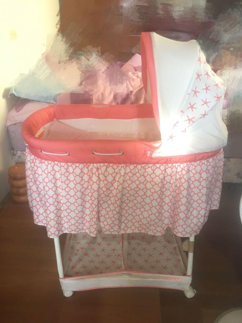 搖籃式嬰兒床