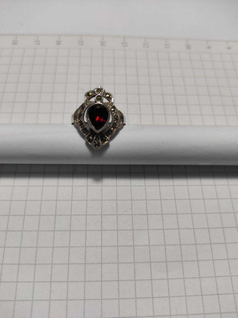 (戒圍 9.5。11.5 號)925純銀鑲鑽💎紅色,及小黑鑽💎