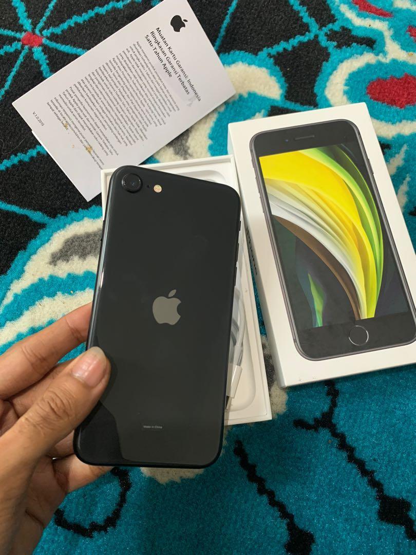 Iphone SE 2020 128gb grey ibox garansi aktif januari 2022