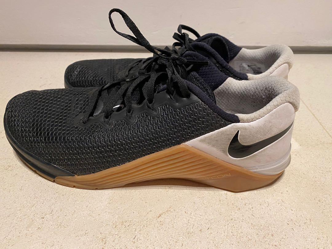 Nike Metcon 5. Rarely used (1 year old)