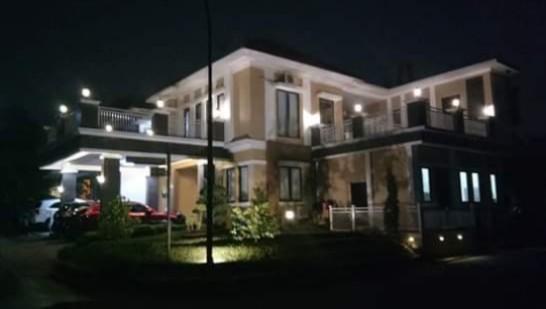 Rumah 2 lantai full furnished di perumahan legenda wisata cibubur