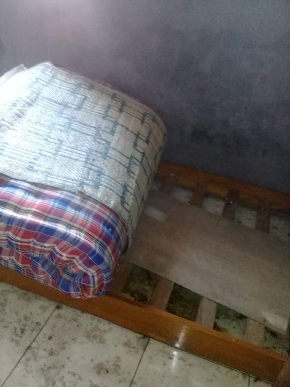 tempat tidur jati ada roda