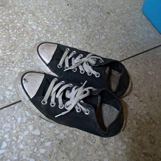 Converse 黑色帆布鞋