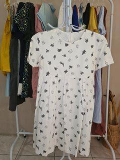 Dress putih abstrak