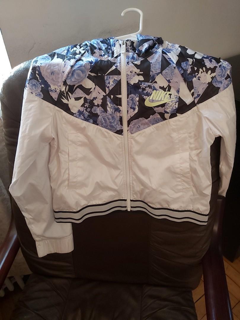 LN) Girls Nike windbreaker size L
