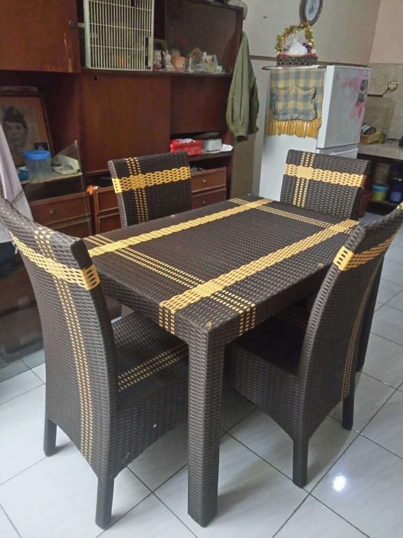 Meja makan + kursi Rotan sintetis murah