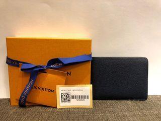二手正品 LV M32826經典MULTIPLE系列TAIGA皮革交叉卡夾摺疊短夾(特殊色海洋藍色)