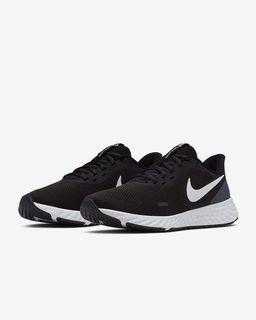 Nike Revolution 5 BQ3207-002 跑鞋 黑