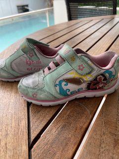 Sepatu moana