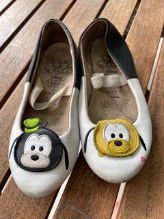 Sepatu tsum tsum