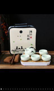 茶具(4杯,一壺)