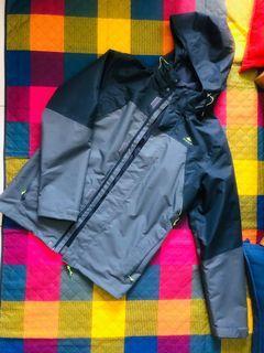 迪卡儂登山外套