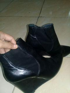 Heels boots bahan kulit (Masih bagus banget)