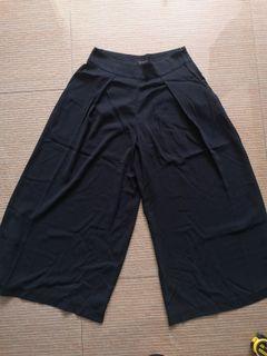 Jessica Simpson black culottes