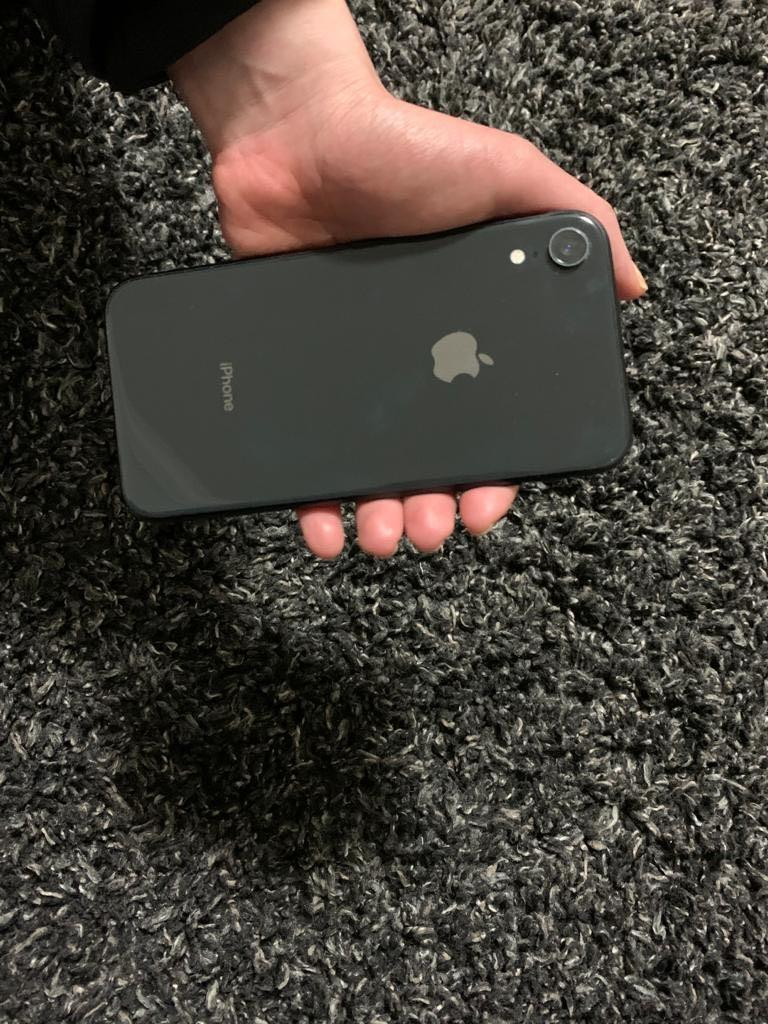iPhone XR - black 64 GB unlocked