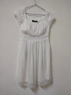 全新小禮服,自帶胸罩,可單穿SM
