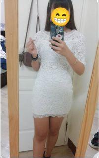日本白色睫毛蕾絲洋裝SM,背後有大V鏤空