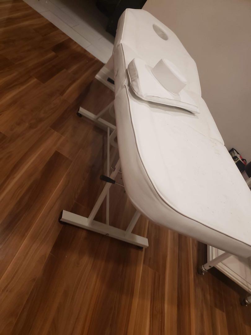 Adjustable lash/massage bed