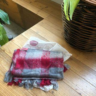 原價2280 全新專櫃圍巾 適合過年 紅灰格子