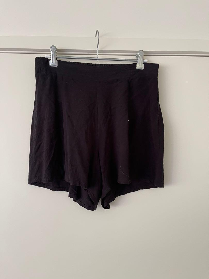 Cotton on black flowy shorts