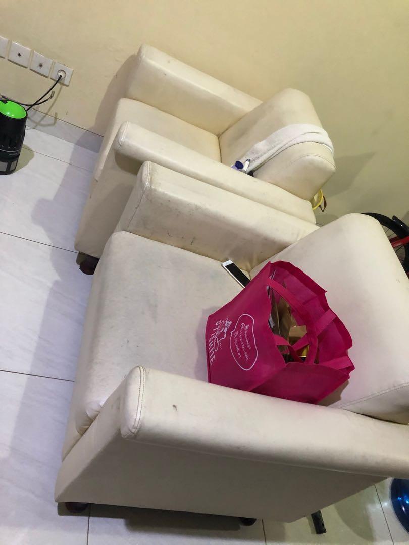 Sofa 2 buah