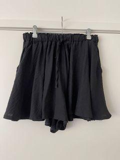 Super flowy black shorts