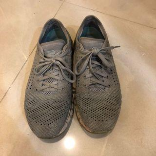 UA運動鞋