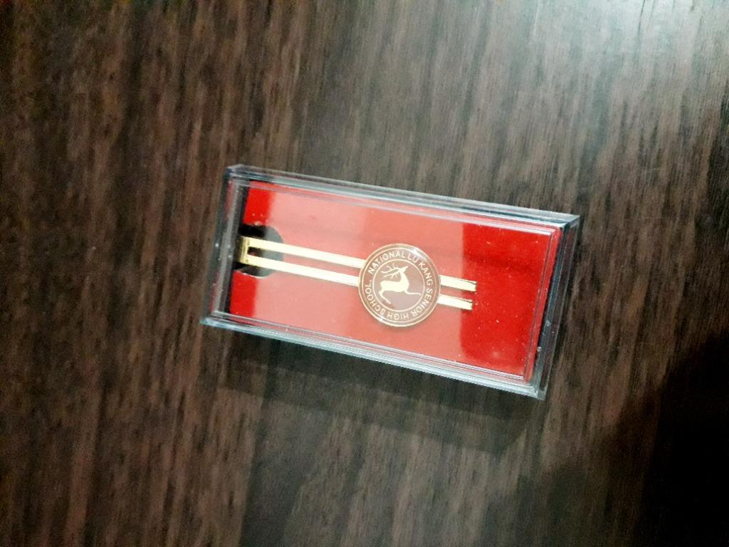 鹿港高中紀念胸章徽章別針