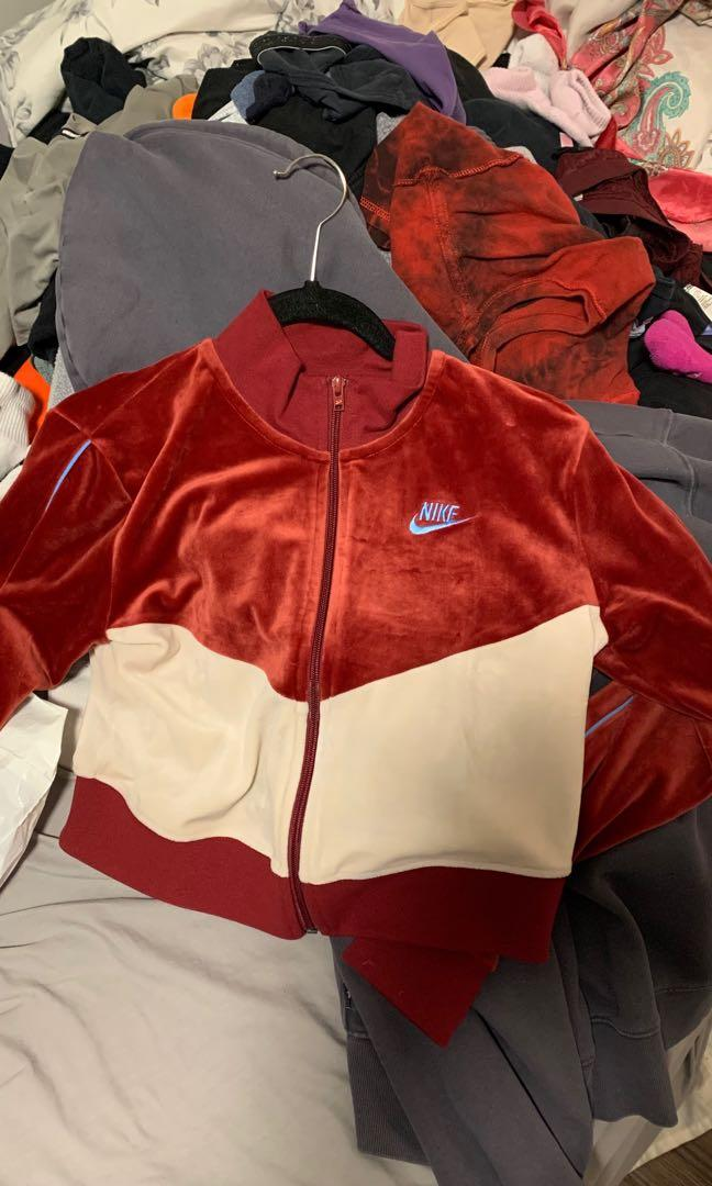 nike zip up size s