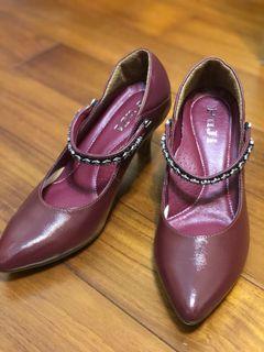 小腳女孩請進!Puji復古尖頭酒紅跟鞋(3公分)