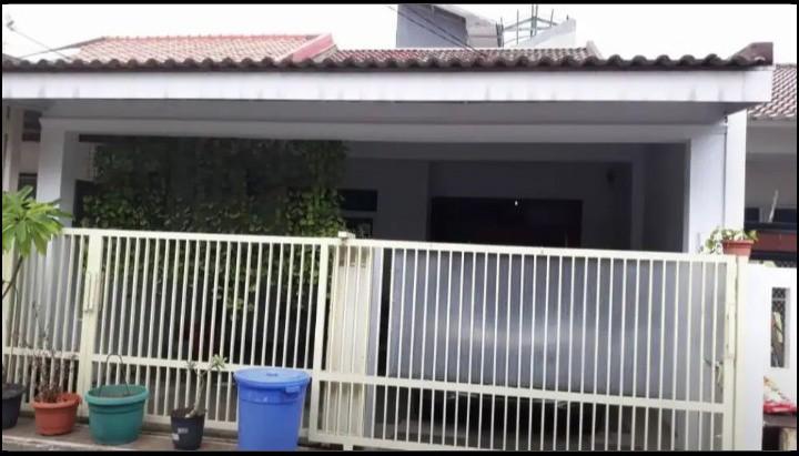 Rumah Second 3 Lantai 5 Kamar dalam perumahan di Duren Sawit