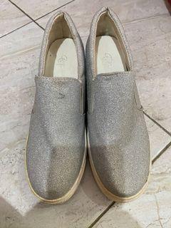 Sepatu gaya