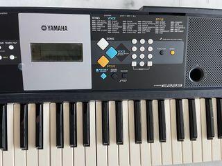 Yamaha PSR-E223 keyboard with Stand