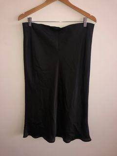 Black Midi Silky Skirt Glassons