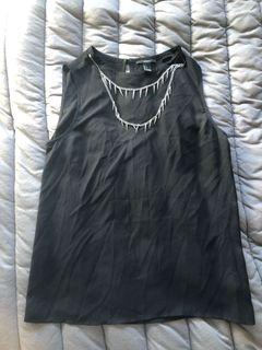 Blouse with attacked chains