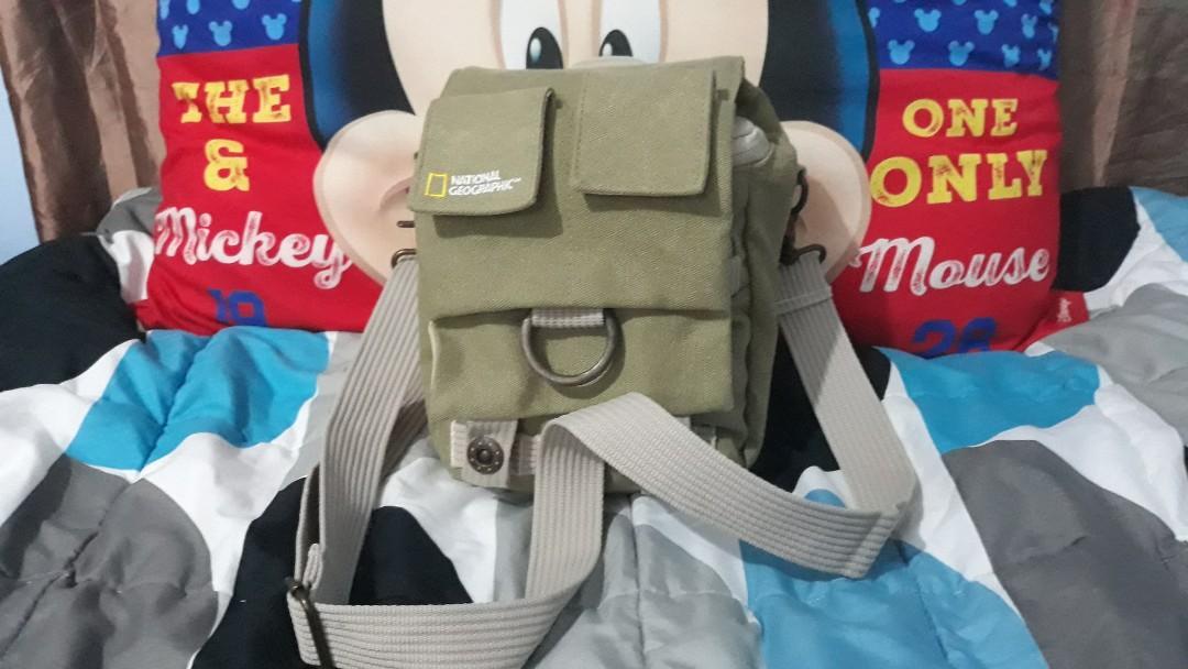 National Geographic NG 2343 small shoulder/sling camera bag***valentine sale***
