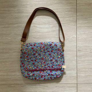 Tiga Mata Sapi blue flower sling bag