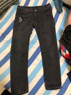 黑牛仔長褲