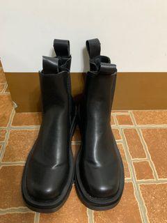 黑色厚底短靴 今年最in款 便宜賣