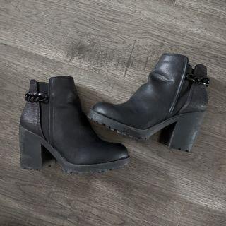 Chain Snake Chelsea Boot heels